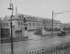 Messrs John Player & Sons factory, Botanic Road, constructed by G. Crampton in Building then owned by Smurfit Kappa and now left empty. Road Construction, Ireland Homes, Photo Engraving, Old Factory, History Photos, Factories, Dublin Ireland, Kappa, Old Photos