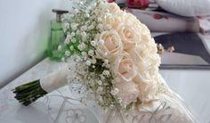 Ramo en rosas natural y corona de gypsóphilas