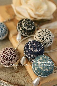 こんにちは。O*Chouette(オ・シュエット)のsumieです! 『Handmade MAKERS'』もあと5日となりました。 制作も大詰めで... Crochet Buttons, Crochet Doilies, Crochet Lace, Needle Tatting, Tatting Lace, Handmade Crafts, Diy And Crafts, Shuttle Tatting Patterns, Dorset Buttons