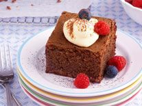Flourless chocolate cake with berries