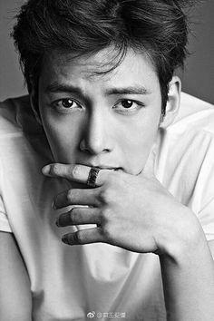 Ji Chang Wook Looks so cool! Asian Celebrities, Asian Actors, Korean Actors, Celebs, Ji Chang Wook Smile, Ji Chan Wook, Ji Chang Wook Healer, Park Hyun Sik, Lee Jong Suk