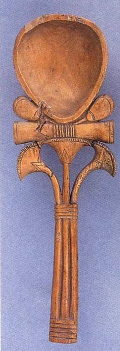 Cuchara de cosméticos con lotos y forma de ankh. Imperio Nuevo. Museo del Louvre.