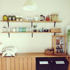 SMILE...さんの、キッチン,観葉植物,照明,食器,ナチュラル,IKEA,インテリア,雑貨,100均,DIY,カフェ風,リメイク,モノトーン,フェイクグリーン,cafe,木材,男前,いつもいいねありがとうございます♡,いなざうるす屋,cafe風,niko and… ,のお部屋写真