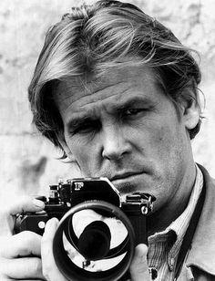 Nick Nolte con una Nikon F [Under Fire, Bajo el fuego, 1983]