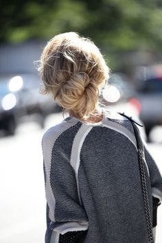 Hair Styles 2018 low bun Discovred by : Byrdie Beauty Messy Hairstyles, Pretty Hairstyles, Bun Hairstyle, Fashion Hairstyles, Unique Hairstyles, Hair Inspo, Hair Inspiration, Good Hair Day, Hair Dos