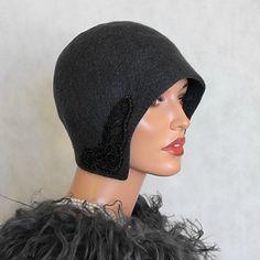 Chapeau gris anthracite avec Venise lace feutrée par ZiemskaArt