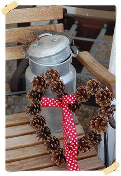 Simple yet elegant Carpe Diem, Holiday Wreaths, Holiday Decor, Autumn Nature, Nature Crafts, Front Door Decor, Diy Wreath, Xmas Decorations, Winter Christmas
