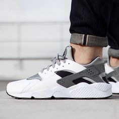 Huaraches that San Antonio would get down with.  Peep the newest colorway of this hot Nike Retro shoe on SneakerNews.com