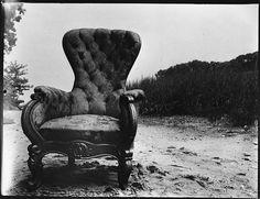 """[""""Bishop's Chair"""" on Beach at Old Field, Long Island, New York] Walker Evans août 1937"""