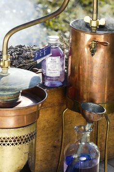 Les Lavandes de l'oncle Nestor ~ A still to distill lavander.Where do I buy this! Lavender Cottage, Lavender Green, Lavender Fields, Lavender Flowers, Lavender Oil, Lavender Wreath, French Lavender, Purple Roses, Lavenders Blue Dilly Dilly