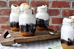 Try these easy Mason Jar recipes and give your guests an unforgettable experience. Sweet and savory recipes included.