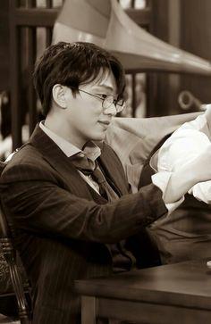 Korean Drama Movies, Korean Actors, Dramas, Korean Men, Korean Wave, Yoo Ah In, Disney Phone Wallpaper, Alien Makeup, Asian Boys