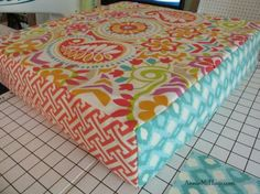 The post Easy DIY Cushion Recover tutorial. appeared first on Upholstery Ideas. Diy Cushion Covers, Outdoor Cushion Covers, Box Cushion, Pillow Covers, Recover Patio Cushions, Cushions On Sofa, Outdoor Cushions, Upholstery Cushions, Owl Pillows