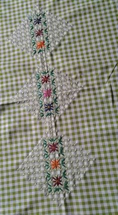 239 best images about Chicken Scratch Hand Work Embroidery, Cross Stitch Embroidery, Embroidery Patterns, Chicken Scratch Patterns, Chicken Scratch Embroidery, Crafts For Girls, Arts And Crafts, Bordado Tipo Chicken Scratch, American Girl Crafts