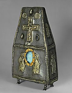 Lessing Photo Archive    Box shaped reliquary in silver gilt with precious stones; Lombard era; end of the 8th century CE. see also 30-01-01/61    National Archeological Museum, Cividale del Friuli, Italy
