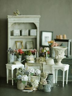 Miniature flower shop display from Petit Petit blog-- sadly unable to read who created this lovely mini vignette