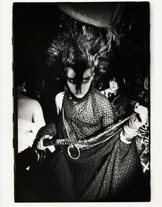 Inside the Batcave: A 1983 news report on the legendary London goth club 80s Goth, 80s Punk, Punk Goth, Vintage Goth, Siouxsie Sioux, Bettie Page, Punk Fashion, Gothic Fashion, Deathrock Fashion