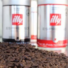 Roasted coffee exposed to air loses 40% of its aroma after 8 hours! The solution? Pressurized packaging that protects essential aromas, refining and improving coffee over time. #LIVEHAPPilly