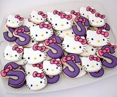 Sophia is going to have a Hello Kitty party next year. I just decided for her :)
