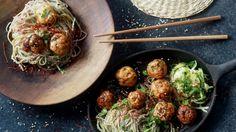 Turkey balls with and green tea&soba noodles // Krůti kuličky s koriandrem .cz by kitchenandthecity Soba Noodles, Russian Recipes, Potato Salad, Brunch, Turkey, Snacks, Fresh, Tea, Dinner