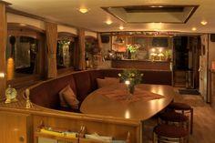 Knus een gezellige dagverblijf aan boord van #Hotel Yacht 'Miro'.