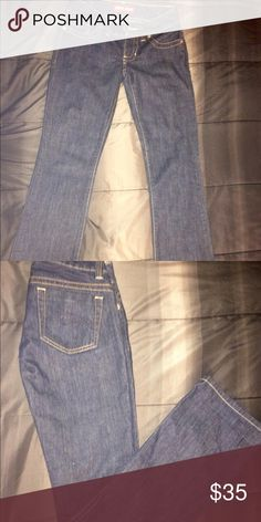 "Guess jeans Dark clean denim,no fading,rips,holes or fraying.24"" waist.these are definitely jeans that you can dress up in!low waist and boot cut.nwot Guess Jeans Boot Cut"