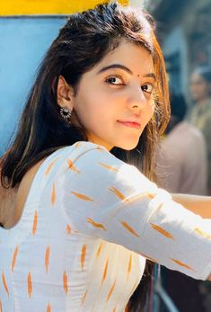 One Stop Portal For Trending Updates Indian Actress Gallery, South Indian Actress Hot, Cute Beauty, Beauty Full Girl, Beautiful Girl Indian, Beautiful Indian Actress, Cute Girl Image, Saree Hairstyles, Indian Girls Images