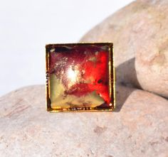 Bague fantaisie femme carré design moderne rouge or  R3