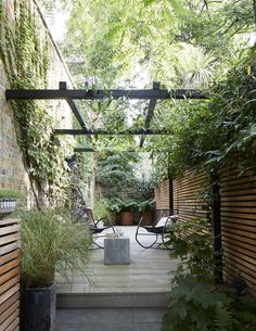 Cool Small Courtyard Garden Design Ideas For You - While you may't bodily enhance the scale of a small backyard, you may definitely make use of a number of visible tips to create the phantasm of area. Small Courtyard Gardens, Small Courtyards, Back Gardens, Small Gardens, Outdoor Gardens, Courtyard Design, Courtyard Ideas, Courtyard Landscaping, Outdoor Patios