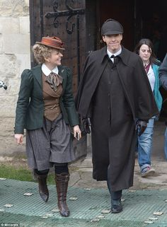 Benedict Cumberbatch and Amanda Abbington on set as they emerged from Gloucester Cathedral while filming the Sherlock special. With these outfits, this should be interesting. I NEED THE NEW SHERLOCK TO COME NOW! Sherlock Bbc, Sherlock Fandom, Benedict Cumberbatch Sherlock, Martin Freeman, The Science Of Deduction, Amanda Abbington, Got Characters, Bbc Tv Series, 221b Baker Street