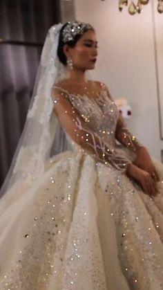 Extravagant Wedding Dresses, Indian Wedding Gowns, Unique Wedding Gowns, Luxury Wedding Dress, Princess Wedding Dresses, White Wedding Dresses, Bridal Dresses, Wedding Dress Sparkle, Swarovski Wedding Dress