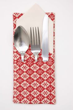 Holiday Tutorial: Cutlery and Napkin Holder from Messy Jesse