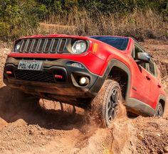 Jeep Renegade: 100 mil emplacamentos no Brasil! Marca americana contabiliza 100.054 unidades vendidas do Renegade no país. O número foi comemorado justamente hoje4/4 o dia 4x4 data comemorativa para os trilheiros. A Jeep ainda registra o crescimento de 427% nas vendas da marca no primeiro trimestre deste ano sobre o mesmo período de 2016. Melhorando ainda mais a alta do ano passado que havia sido de 41% em relação a 2015. (Boa parte desse aumento graças ao Compass mas isso a gente comenta em…
