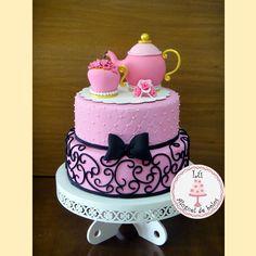 Bolo cenográfico, fake Chá de Cozinha Tea Party Birthday, Birthday Cake, Bolo Fake Eva, Teapot Cake, Cupcakes, Nova, High Tea, Cake Art, Party Cakes