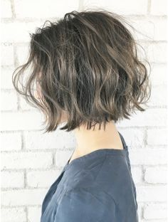 Like the cut and color but much thicker than mine. Girl Short Hair, Short Hair Cuts, Hair Arrange, Corte Y Color, Permed Hairstyles, Love Hair, Hair Trends, Hair Inspiration, Curly Hair Styles