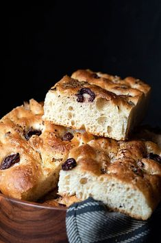 This is an easy recipe for basic focaccia bread. I like mine with caramelized onion and olives on top, but you customize the toppings to your liking or leave it plain. Recipes With Yeast, Bread Recipes, Meze Platter, Focaccia Bread Recipe, Olive Bread, Onion Relish, Good Food, Yummy Food, Goat Cheese Salad