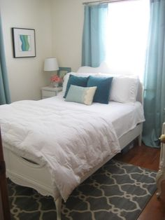 Small bedrooms, all decorated in blue and white! Love, love, love the colors and the way this room is styled.