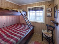 Roger's Hytteside - Den ferdige hytta Small Cabin Interiors, Wood Interiors, Bunk Rooms, Bunk Beds, Lake Cottage, Decoration, Curtains, Bedroom, Furniture