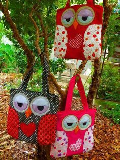 Fabric Crafts, Sewing Crafts, Sewing Projects, Patchwork Bags, Quilted Bag, Owl Patterns, Sewing Patterns, Owl Bags, Owl Crafts