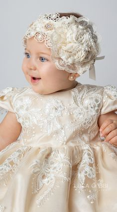 Ropón christening for girl with matching baptism set. Christening Headband, Baby Girl Christening, Christening Gowns, Little Girl Dresses, Flower Girl Dresses, Baptism Dress, Baptism Party, Baby Girl Fashion, Baby Sewing