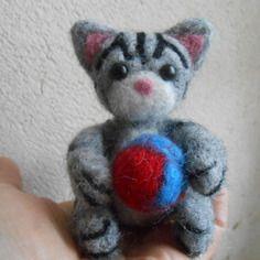 ♥❤️♥ chat gris avec rayures noir en laine feutrée ♥❤️♥