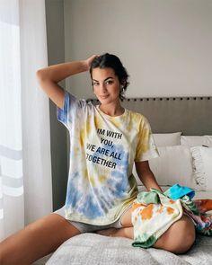 La fiebre por el 'tie dye': aprende la técnica para teñir tu ropa en casa Tie Dye Outfits, Casual Outfits, Fashion Outfits, Womens Fashion, Tye Dye, Diy Tie Dye Designs, Streetwear, Mini Vestidos, Dye Shirt