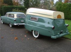 1952 Ford Custom Wagon with camper and boat behind. Old Campers, Vintage Campers Trailers, Retro Campers, Vintage Caravans, Camper Trailers, Vintage Motorhome, Vintage Airstream, Horse Trailers, Camping Vintage