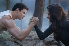 Emmett v Newborn Bella arm-wrestle! The Twilight Saga: Breaking Dawn - Part 2