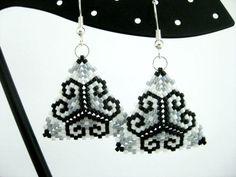 Peyote Earrings / Peyote Triangle Earrings / Beaded Earrings in White, Gray and…
