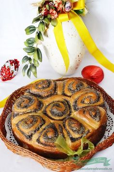 Flower Sweet Bread filled with poppy seeds and walnut - Cozonac Floare de Mac Romania Food, Romanian Desserts, Pastry And Bakery, Dough Recipe, Sweet Bread, Mac, Food Hacks, Wine Recipes, Baked Goods