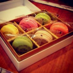 Macaroons my husband gave me. How colorful! How cute!! And how yummy!!!