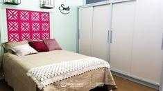 """Assista ao oitavo episódio da série """"PROJETO CRIATIVO""""! A Imprimax forneceu espaço e materiais para que arquitetos e designers de interiores esbanjassem toda a sua criatividade, mostrando as possibilidades da utilização de vinis autoadesivos na decoração de ambientes. Confira agora o resultado incrível e conceitual que a design de interiores Gabriela Dutra criou. Designers, Bed, Furniture, Home Decor, Vinyls, Architects, Creative, Creativity, Log Projects"""