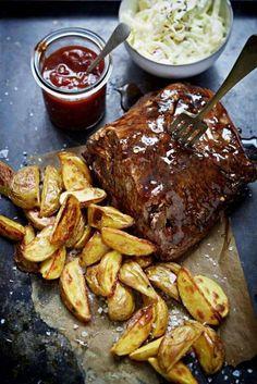 Tillbehör som dessa har gjort att pulled pork snabbt blivit populär. Severa med pommes frites eller klyftpotatis.
