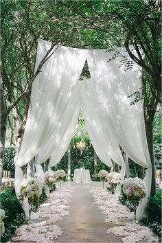 Beautiful garden wedding ceremony | mysweetengagement.com